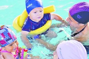 Al agua con los niños en Club Recrear