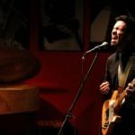 Hoy: Javier Barría canta en portugués en el Cariola