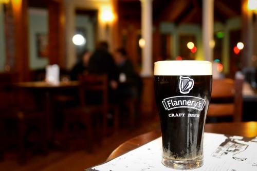Flannerys-15_500