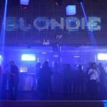 La previa del feriado en la fiesta noventera de Blondie