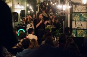 Noches de stand up y risas en Casa Conejo