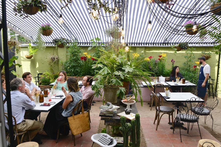 Un Restaurante Oculto En Un Jardín De Vitacura Finde