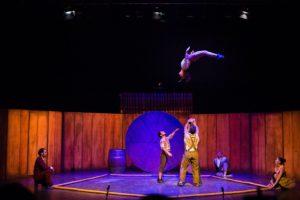 Circo y vino en el Nescafé de las Artes