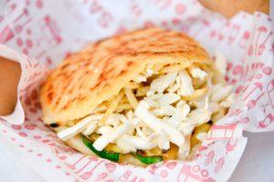 6 opciones de menú de almuerzo por menos de $ 5.000 a pasos del Metro Los Leones