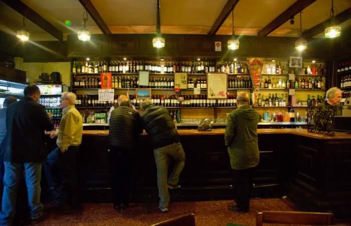 """Bar Unión: Una barra de """"profesionales"""" en calle Nueva York"""