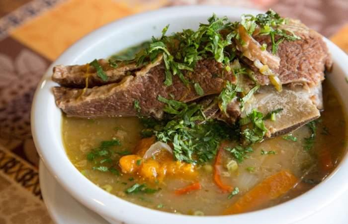 Juan y Medio: cocina chilena y cueca brava