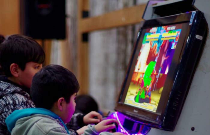 """Fonda """"geek"""" en Providencia: con robots y videojuegos"""