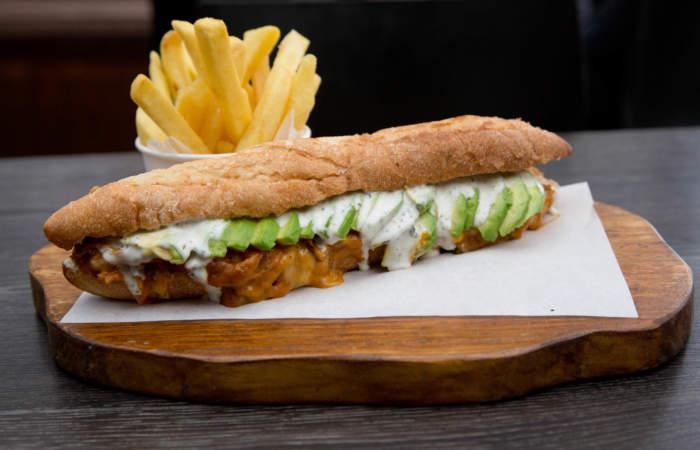 Sweet & Salty: un café de barrio con el mejor sándwich de palta y mechada