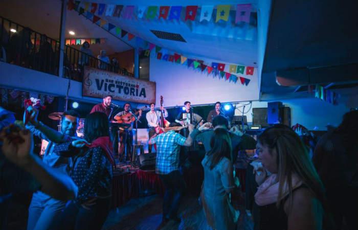 Bar Victoria: 6 días de fiesta en el templo de la cueca
