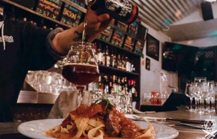 Una cena clandestina con platos mexicanos y cerveza artesanal