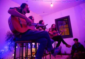Colmado, el bar y cafe más prendido del barrio Lastarria