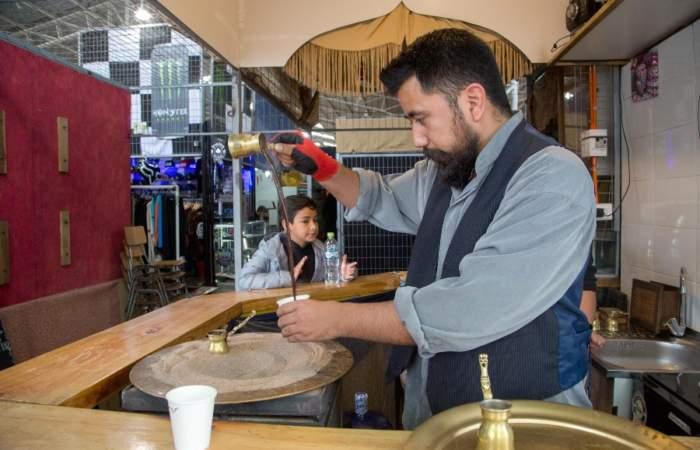 El Sultán, un café turco y calentado en arena en pleno Persa Bío Bío