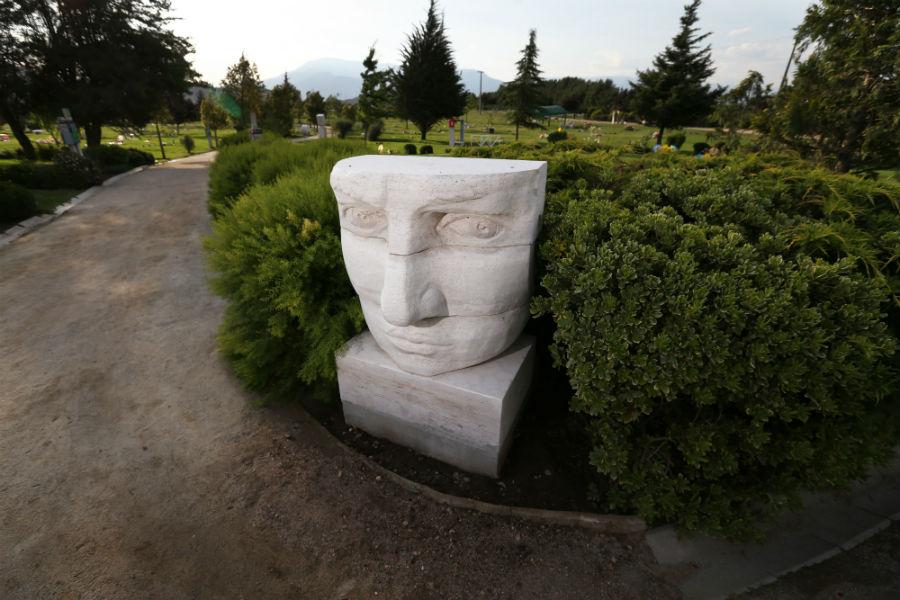 Ir al Parque de las Esculturas a conversar con el Premio Nacional Federico Assler