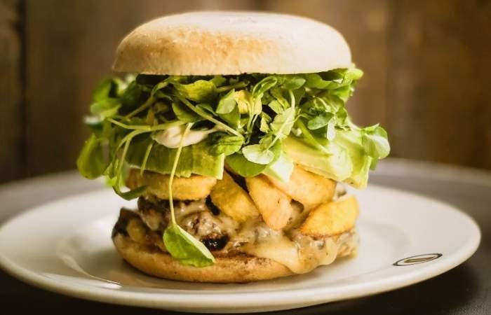 El Danés: Sánguches y hamburguesas bien generosas