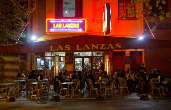Las Lanzas: el legendario bar de Ñuñoa está más vivo que nunca