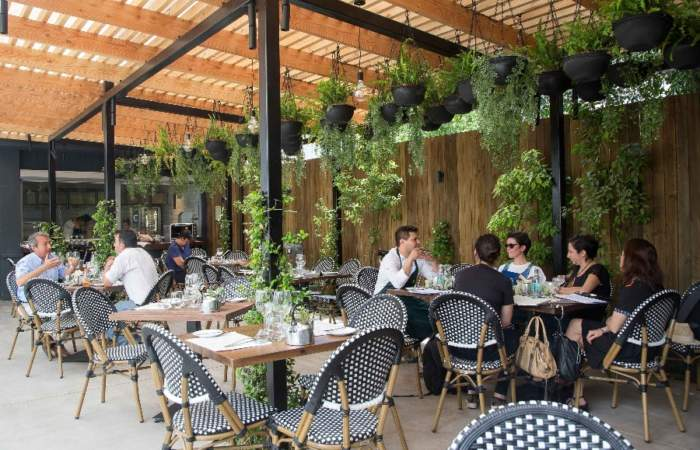 áurea Restaurante Producto Chileno Y Una Terraza De Lujo En