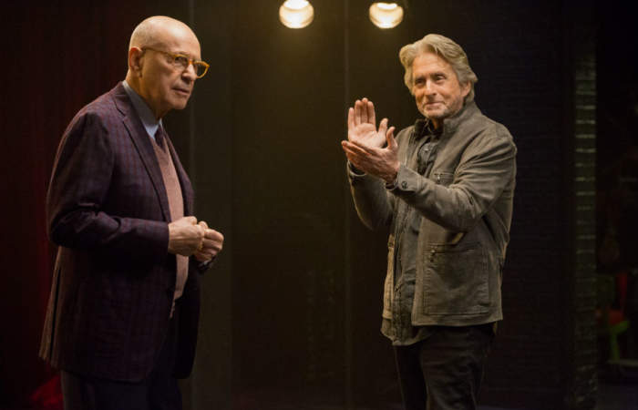 5 razones para ver la nueva serie protagonizada por Michael Douglas en Netflix