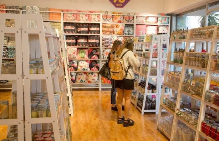 Una guía navideña para recorrer y comprar en el barrio Patronato