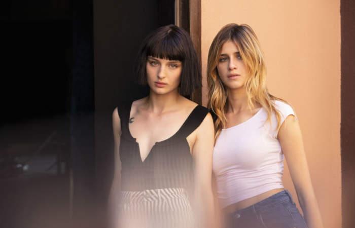Por qué ver Baby, la polémica serie de Netflix sobre dos chicas rebeldes