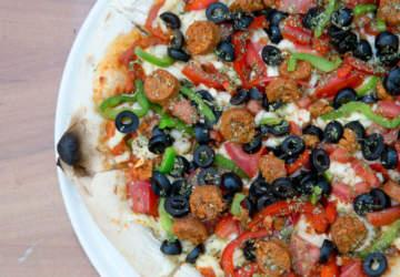 Pizzas, hamburguesas y cervezas veganas en un café de Bellavista
