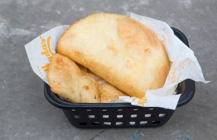 Nueva picada: Las sabrosas empanadas venezonalas con plátanos y porotos negros