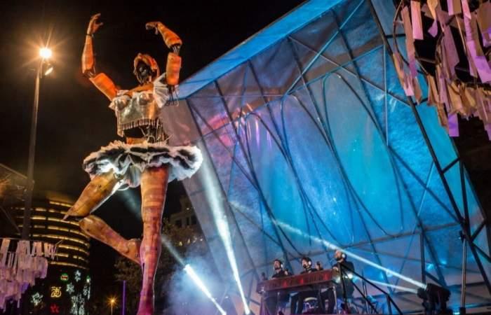 Santiago a Mil: Estos son los recorridos que hará La Bailarina gigante en la capital