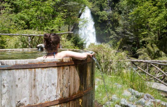 Termas El Rincón: tinajas de agua caliente en plena selva valdiviana