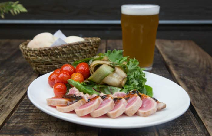 El Growler, un bar cervecero para comer y beber como gringo