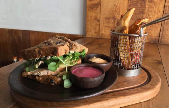 Este es el sándwich de pan de Pascua de La Yunta ¿Te atreverías a probarlo?
