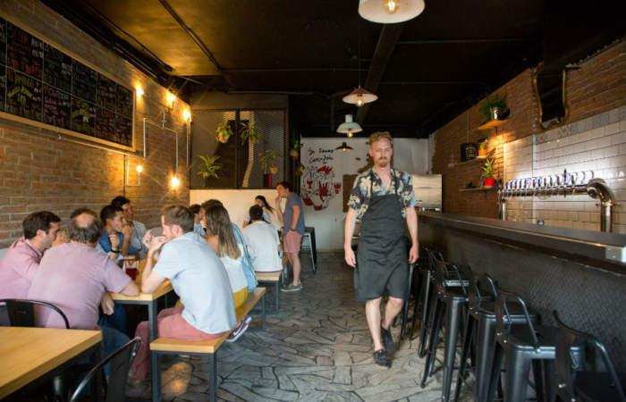Apiádate De Mi, el bar cervecero que se llena en Providencia