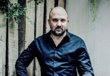 Camilo Salinas, el pianista que musicalizó el documental de Víctor Jara en Netflix