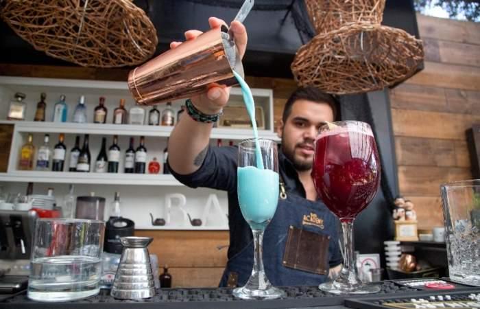 El Rincón del Poeta: Llegó a Santiago el restaurante donde puedes comer y beber como Neruda