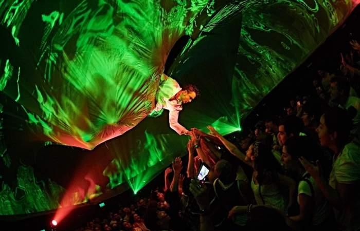 Vuelve Fuerza Bruta, la compañía de circo/teatro que interactúa con el público