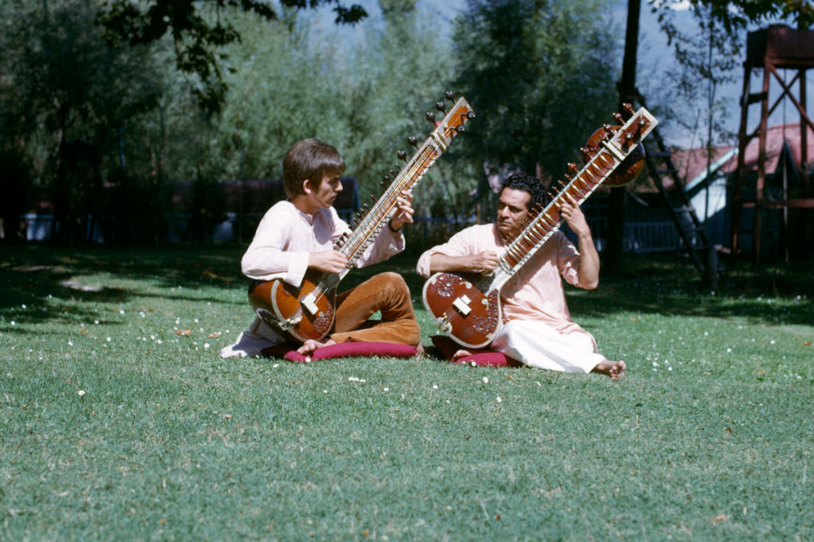 George-Harrison-Living-in-the-material-w