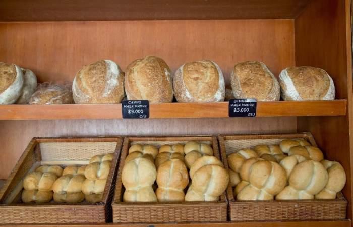 Pan crujiente y calientito: Las panaderías que funcionarán estos días