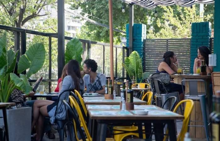 Social Bar & Cocinas: La terraza más relajada de Vitacura