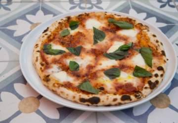 La verdadera pizza napolitana está 2 X 1 en La Divina Comida