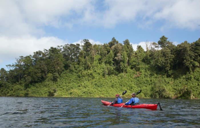 Un paseo en kayak por la desconocida laguna de Puerto Varas
