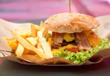 Ya abrió Mercado Bandera, el sabroso paseo de food trucks bajo la Alameda