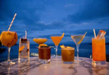 Sunset Bar, la terraza frente al lago con los mejores cocteles de Puerto Varas