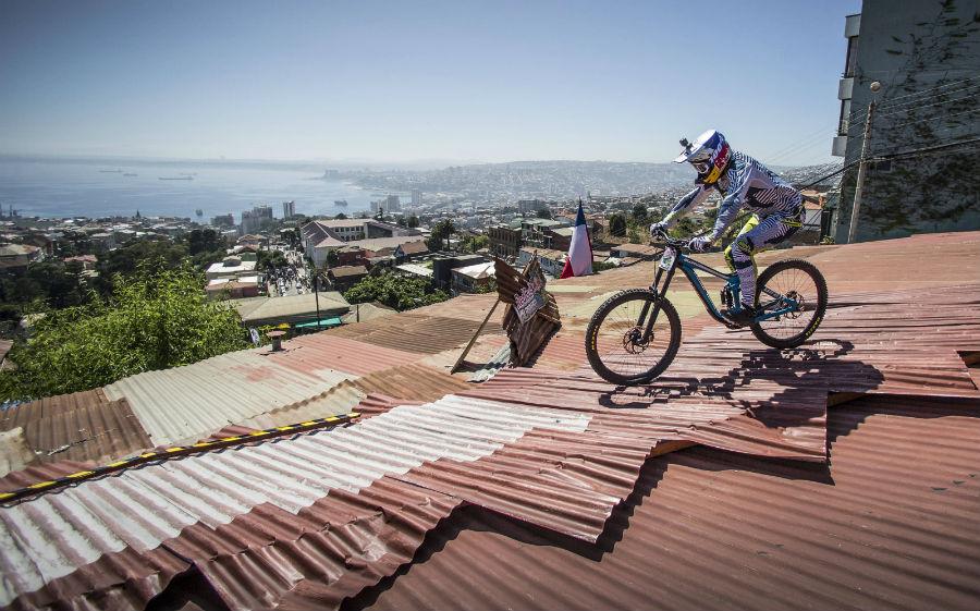 Vuelve Valparaíso Cerro Abajo, la extrema carrera de bicis en descenso