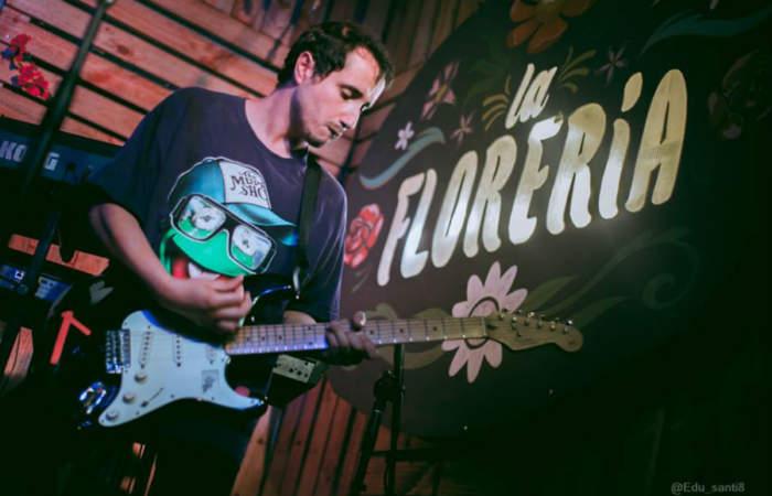 """La Florería: el nuevo bar bailable que """"prende"""" Bellavista con música chilena"""