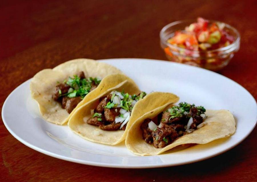 Vuelve el happy hour con tacos a luca del mexicano El Zócalo