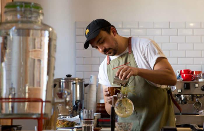 El Café Forastero se instala en un increíble palacio del barrio Yungay
