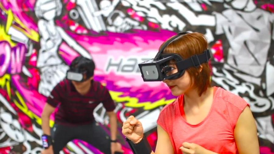 Hado: Jugar a las quemadas en una cancha de realidad aumentada
