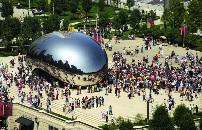 Anish Kapoor: Llega a Chile el escultor que escandalizó a Francia con obra en Versalles