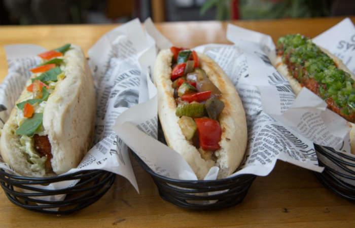 ¿Completos de pescado frito? La revolución en hot dogs llega a Providencia