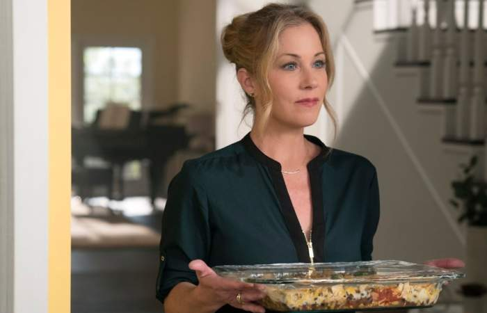 Dead To Me: Christina Applegate trae sororidad, suspenso y humor negro a Netflix