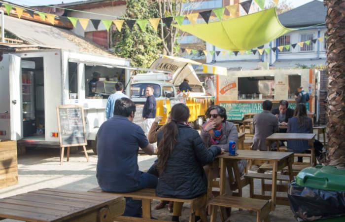 El Callejón, el nuevo patio de food trucks de Providencia