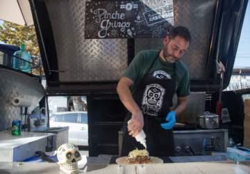 Pinche Gringo: La combi con burritos XL de Persa Bío Bío